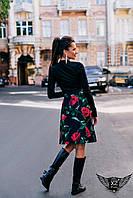Костюм однотонная блуза и цветастая юбка выше колена черный