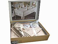 Нарядная скатерть в подарочной упаковке с салфетками ,и кольцами с камнями Swarovski, цвета Капучинно