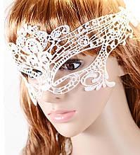 Карнавальная маска из кружев белая