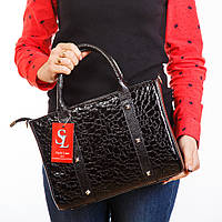 Женская сумочка в лаке с оригинальным рисунком