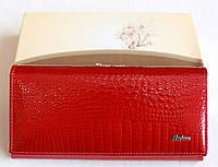 Женский лаковый кошелёк красный
