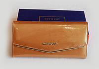 Лаковый кошелёк  золотого цвета
