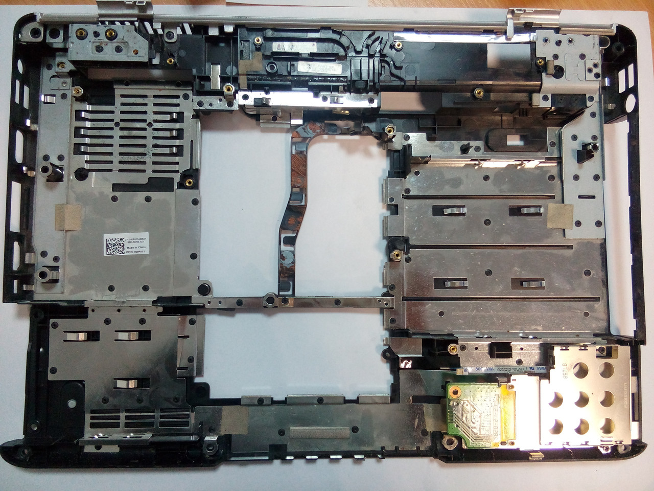 Нижняя часть корпуса DELL 1525 1526 0WP015 с картридером