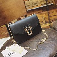 Маленькая женская сумка с золотой пряжкой черная