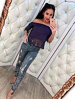 Потертые женские джинсы