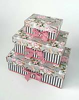 Прямоугольная подарочная коробка ручной работы в сером тоне с полосками и цветами яблони