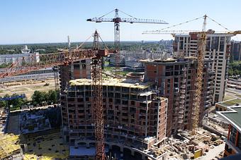Будівництво житлових будинків і паркінгів.
