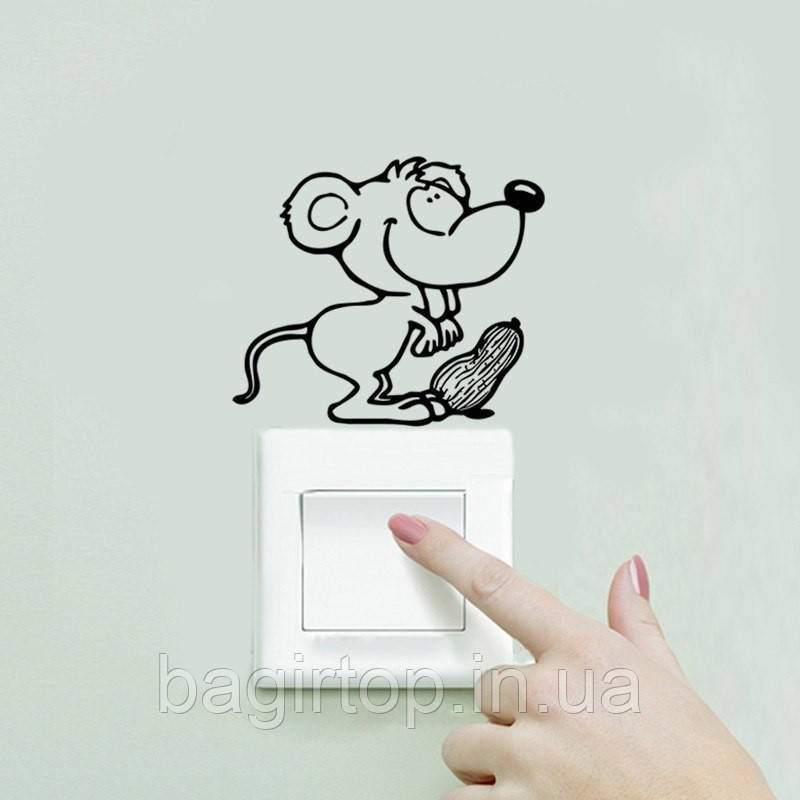 Виниловая наклейка-Мышка с орешком