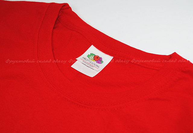 Красная мужская футболка без рукавов