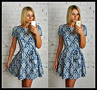 Короткое платье с расклешенной юбкой и орнаментом