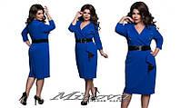 Женское однотонное  платье с поясом больших размеров