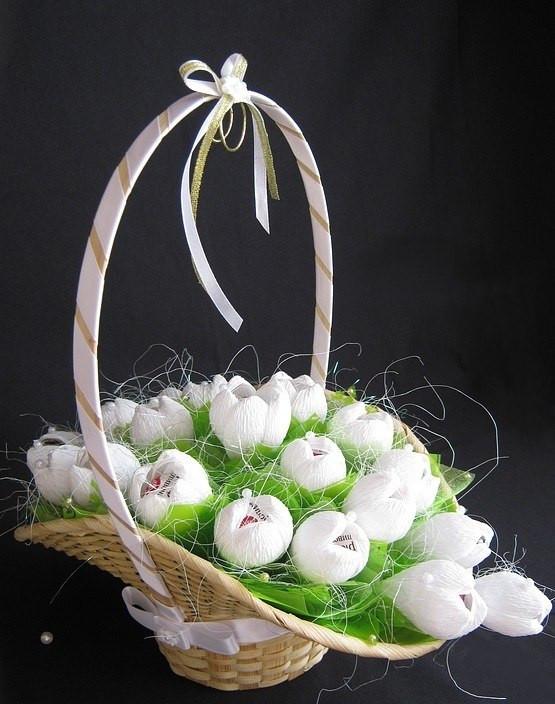 """Корзина цветов из конфет """"Весенняя"""". Подарки женщинам, подарок любимой, цветы и конфеты"""