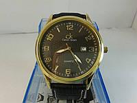 Мужские часы на кожаном ремешке с датой