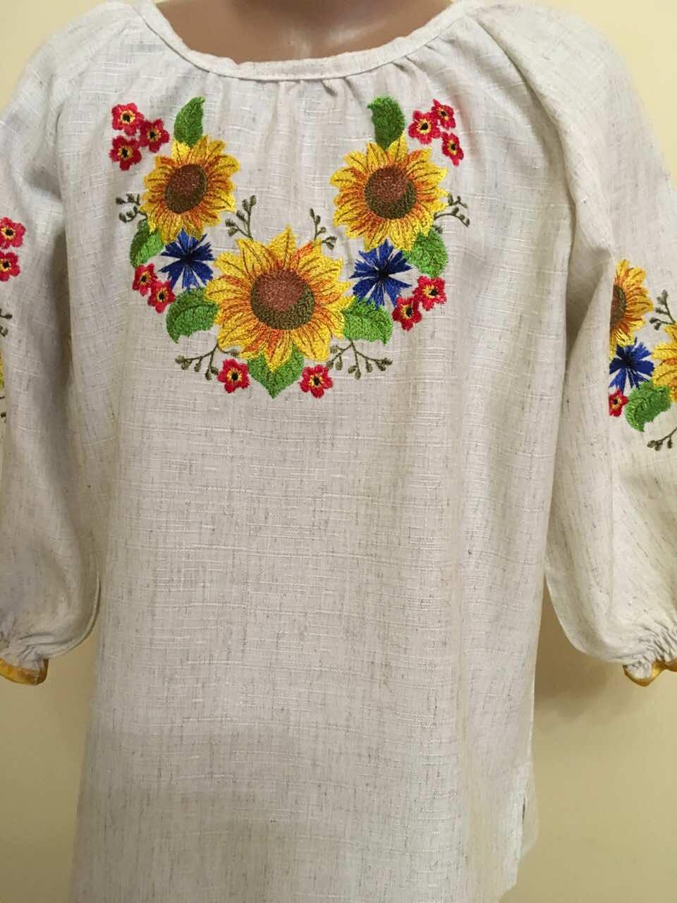 Вишита блуза для дівчинки вишита гладдю 7-8 років - Скарбниця Карпат-  інтернет магазин 20a00f33b4377