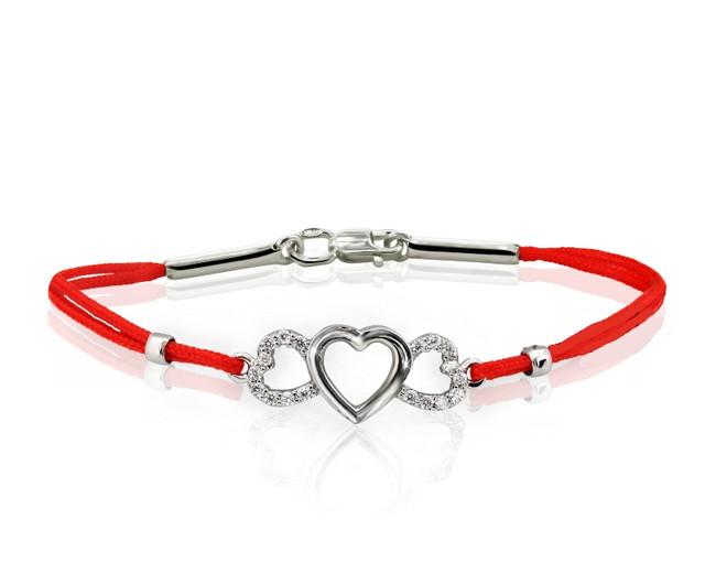 Браслет красная нить Три Сердца с серебром картинка