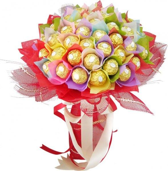 """Яркий букет из шоколадных конфет """"С Днем рождения"""""""