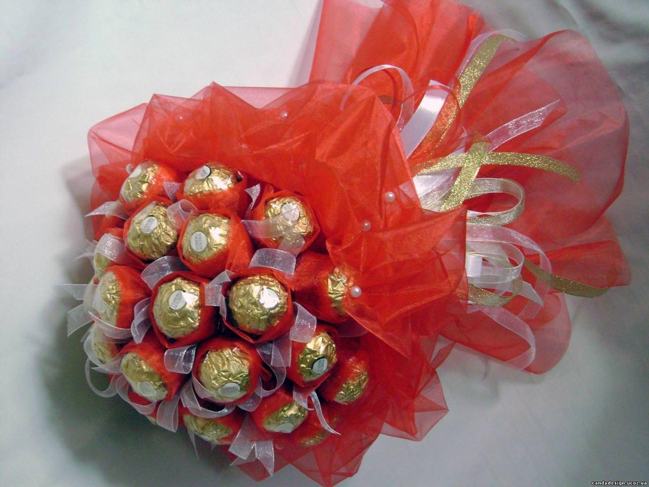 """Сладкий букет из конфет  Ферреро Роше """"Божественное удовольствие"""""""