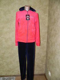 Женский спортивный костюм яркого цвета
