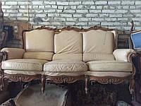 Кожаный диван на три места в стиле барокко б/у