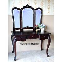 Стильный туалетный столик с тремя зеркалами