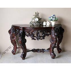 Стильный столик с элементами ручной резьбы