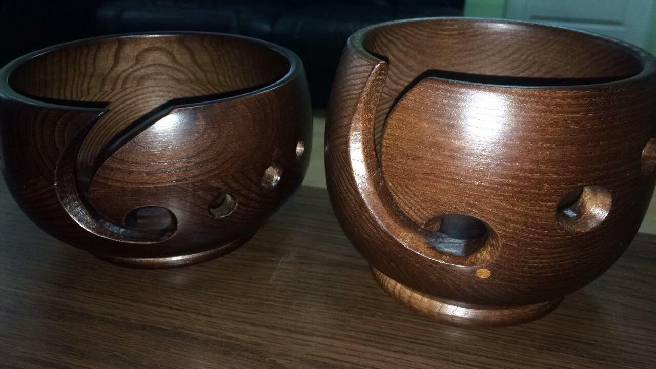 Красива дерев'яна клубочница