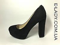 Черные замшевые туфли на платформе и устойчивом каблуке