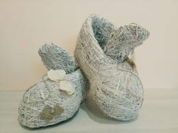 Ботинки средние белые из сена.