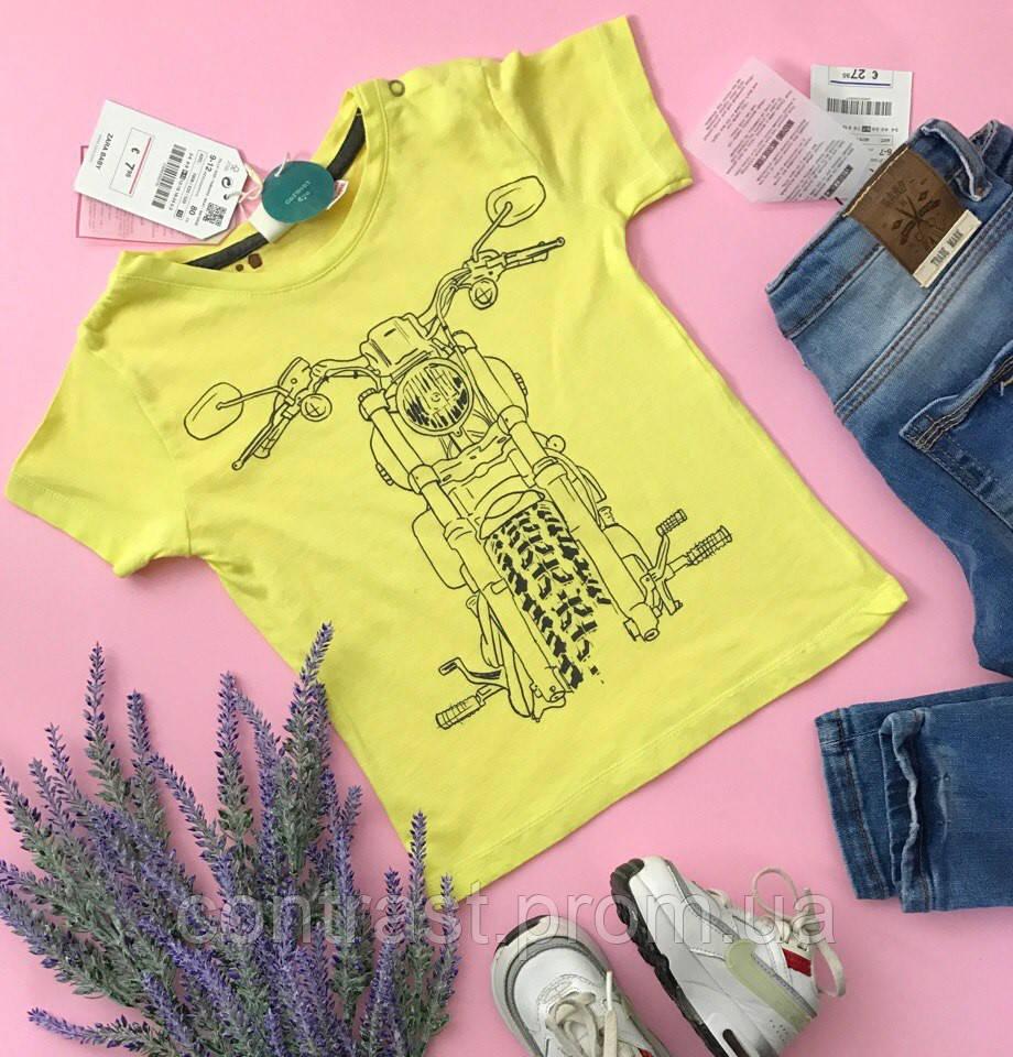 Модная футболка с принтом для младенца   ZARA