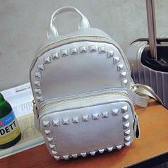 Рюкзак для стильной девушки
