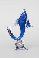 Дельфин на мячике