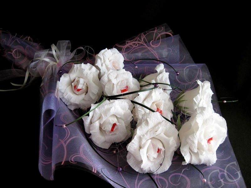 """Букет белых роз с Рафаэлло """"Райское наслаждение"""""""