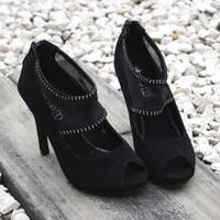 Модельные туфли с открытым носком .