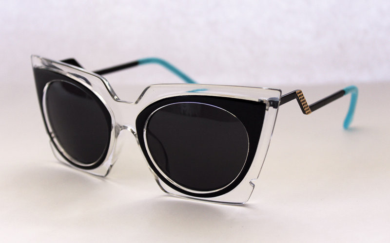 Футуристические солнцезащитные очки для женщин
