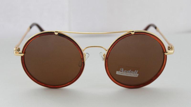 Круглі сонцезахисні окуляри для молодих жінок