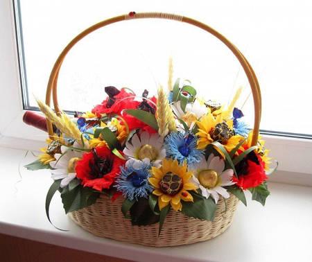 """Корзина конфетных цветов с вином """"Летняя песня"""""""