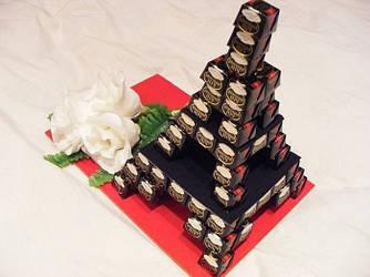 """Сладкий подарок. Композиция из конфет """"Хочу в Париж"""""""