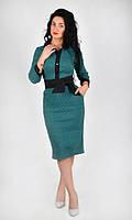 Модное платье со стандартными боковыми карманами и поясом