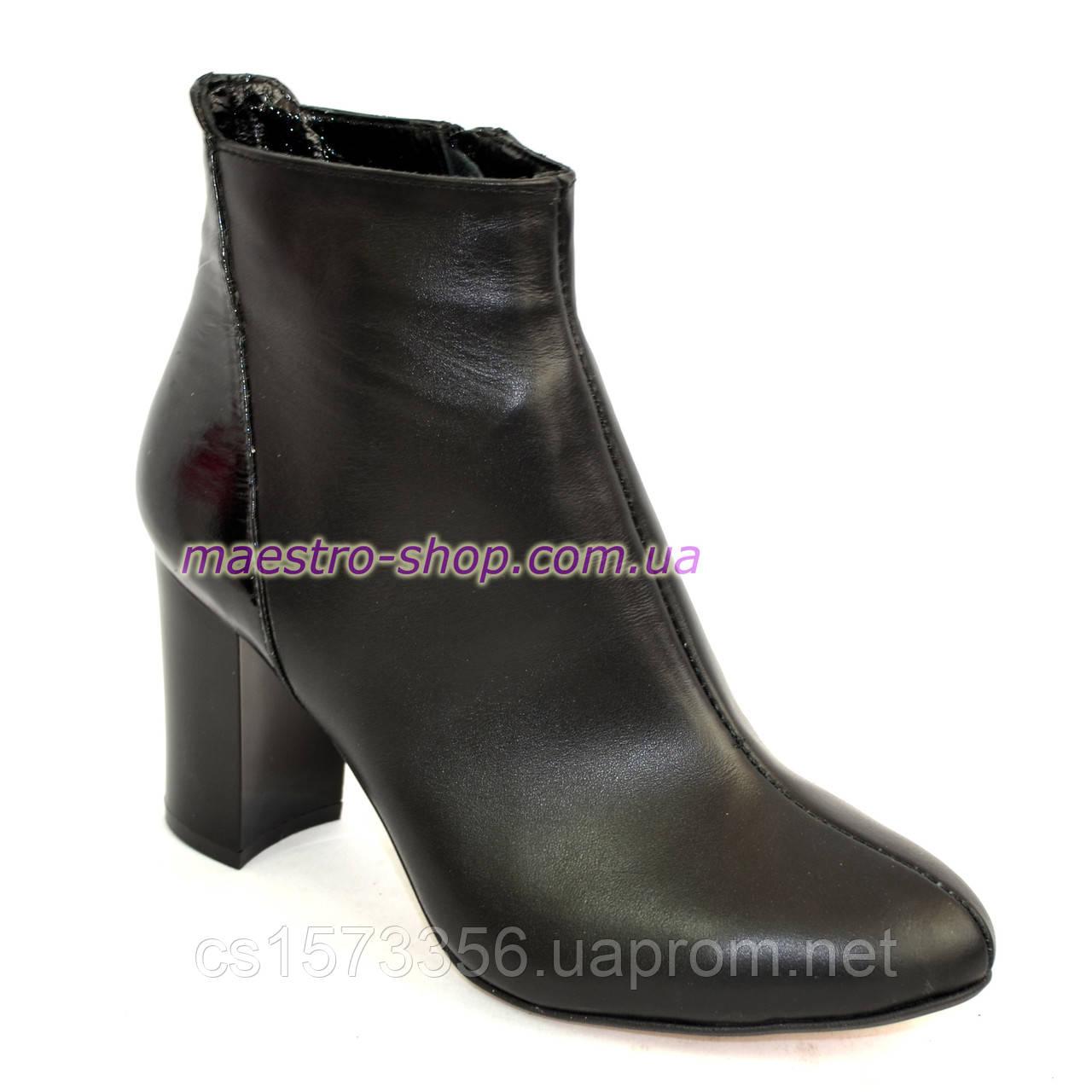 Женские демисезонные ботинки на высоком каблуке