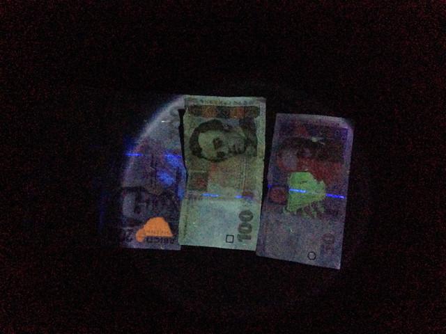 фонарь для проверки денег