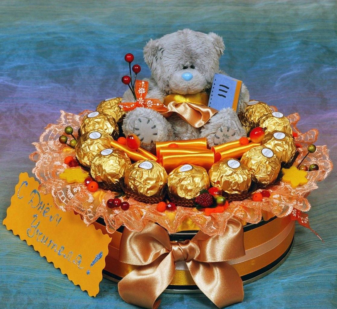 """Композиция из конфет """"Ферреро Роше""""  с мягкой игрушкой Тедди"""