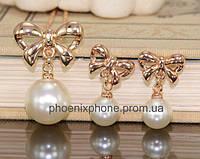 Комплект в изящном дизайне: Кулон с цепочкой, серьги с жемчугом, покрытый золотом (601950)