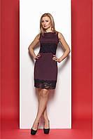 Привлекательное деловое платье для офиса сливового цвета с черным гипюром