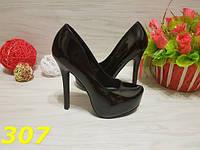 Туфли женские лаковые черные на высоком каблуке