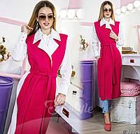 Тренд этого сезона – длинное пальто-жилет в различных цветовых решениях.