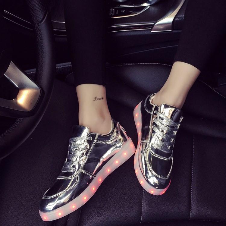 Взрослые светящиеся кроссовки LED низкие серебро