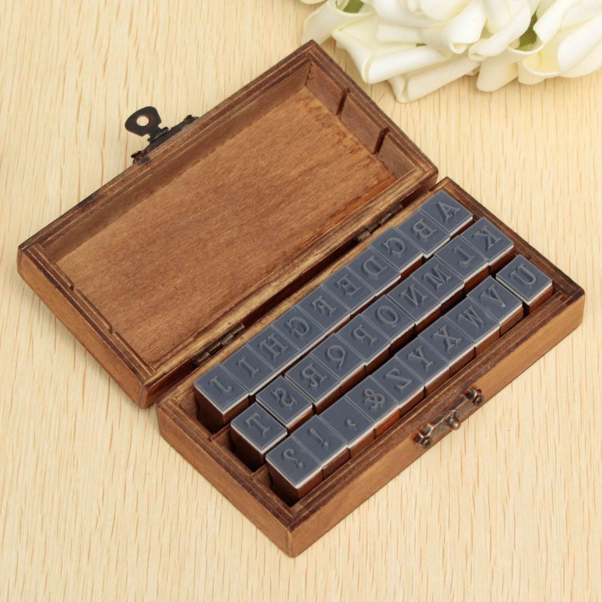 Высококачественные штампы для декора,скрапбукинга, алфавит, в деревянной коробке. 30 штук