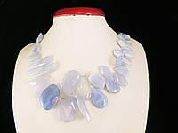 Бусы из голубого агата, бабочка на увеличение