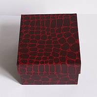 Подарочная коробочка из плотного картона.