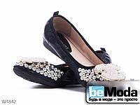 Стильные балетки женские Girnaive Black из текстиля с декоративными камнями и украшениями на носке черные